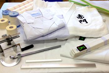 柔道整復学科学業奨励品:白衣・柔道着・実技セット