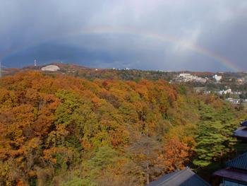 青葉山の紅葉もきれいになってきました。