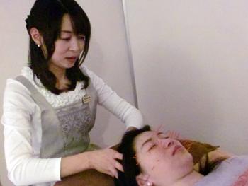 私も実際に鍼を顔にうってもらいました