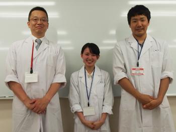 専任教員の宍戸先生とサポーターの学生のお二人