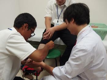 骨折・脱臼・捻挫時の整復・固定実技を体験