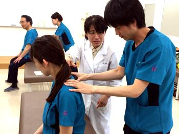 「実技授業班」(東洋療法教育専攻科卒業 小原恵子先生 あん摩マッサージ指圧実技