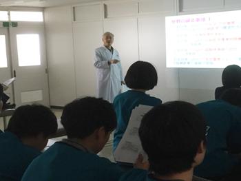 東洋療法教育専攻科専任教員の浦山久嗣先生